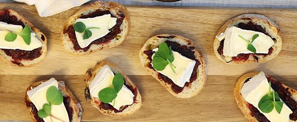 French-Baguette-with-Brie-and-Holiday-Jam